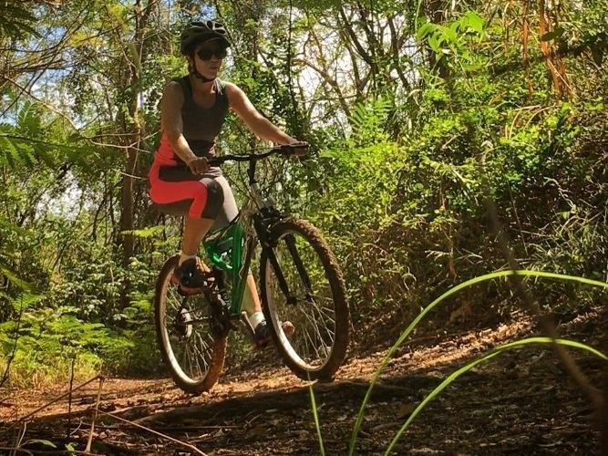 Aventura turística en bicicleta de montaña