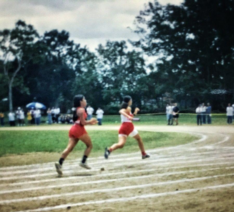 Correr para competir en la escuela.